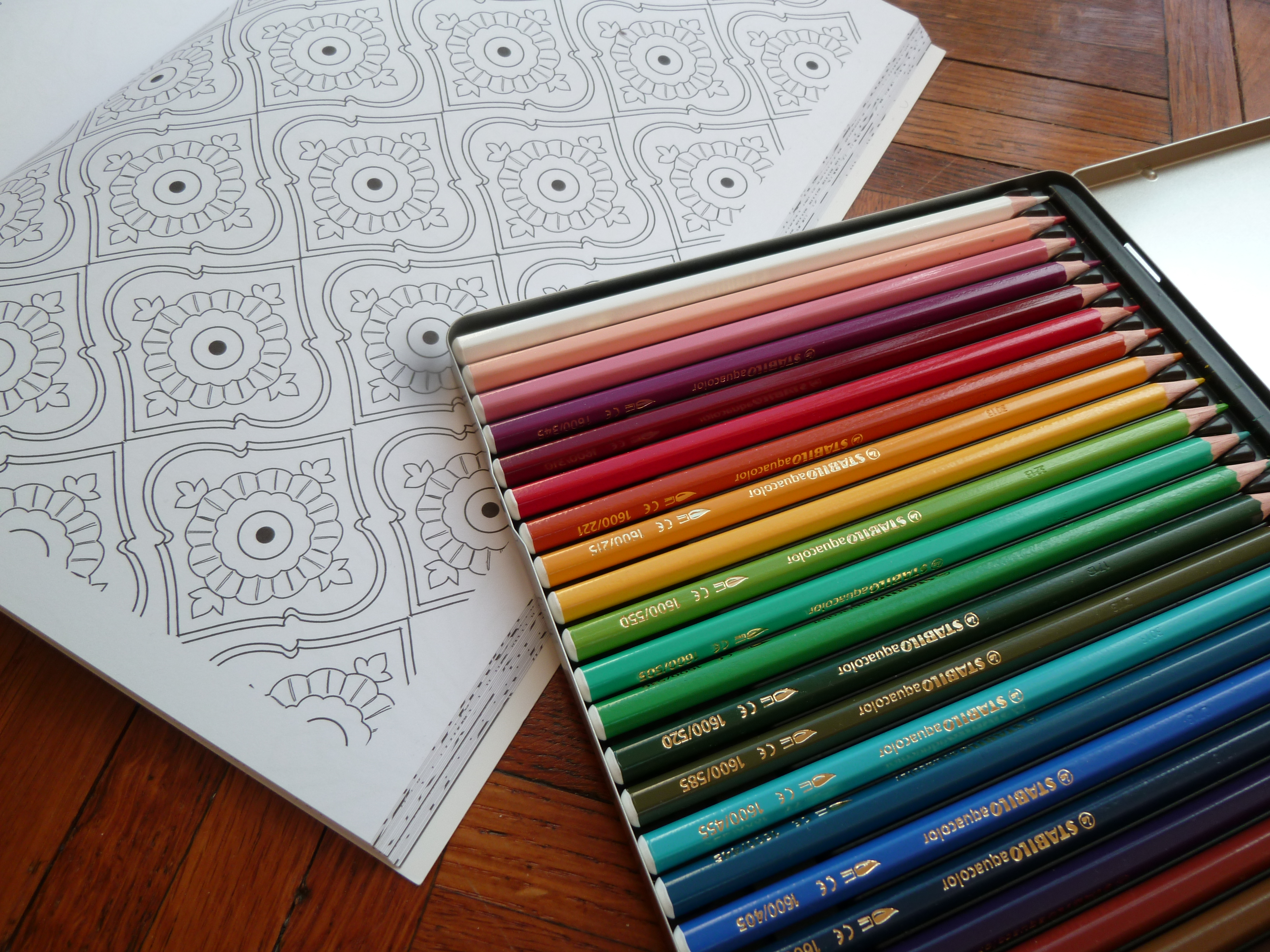 crayons de couleur art therapie