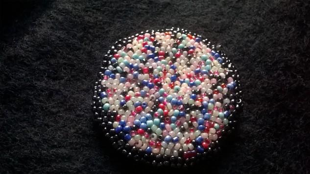 Ma broche en perles de verre